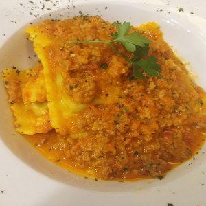 Ravioli de Carne molho Bolonhesa de Novilho