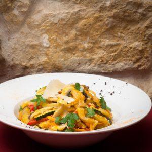 Tagliolini Vegetarianos molho Tomate e Legumes